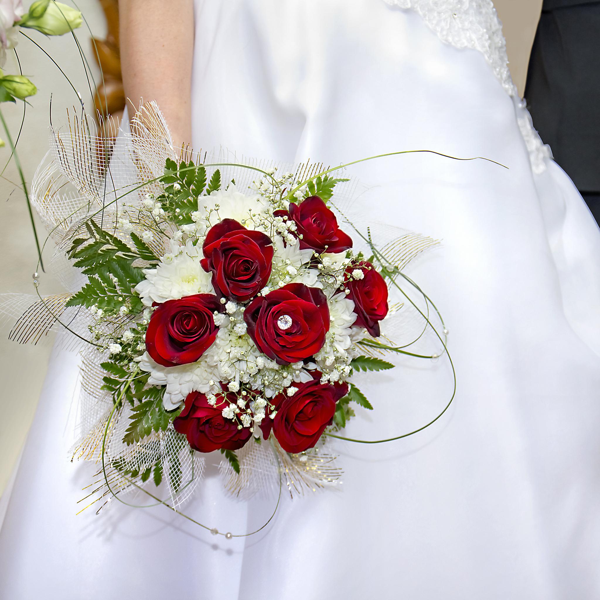 祝结婚的祝福语简短八字 小孩祝福阿姨结婚的话简短