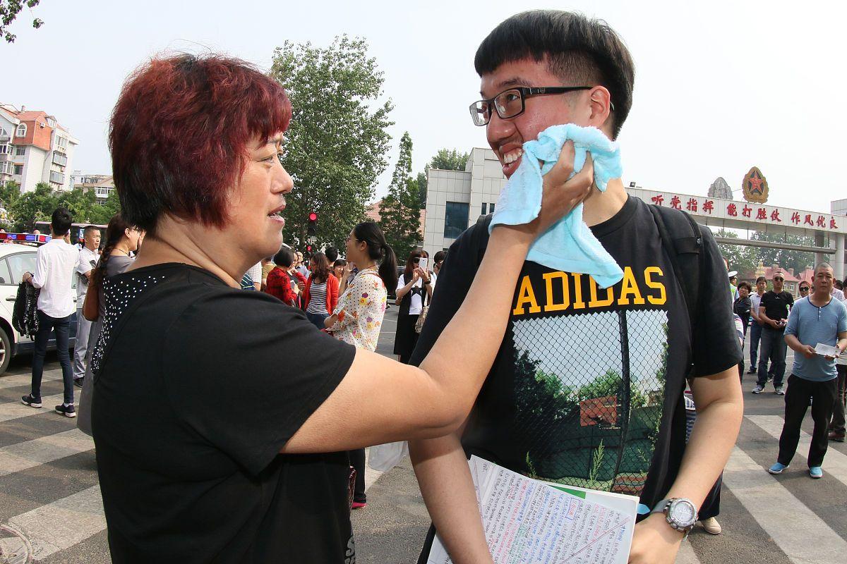 2021浙江省考报考人数创历史新高,超11万人弃考,进面几率变大